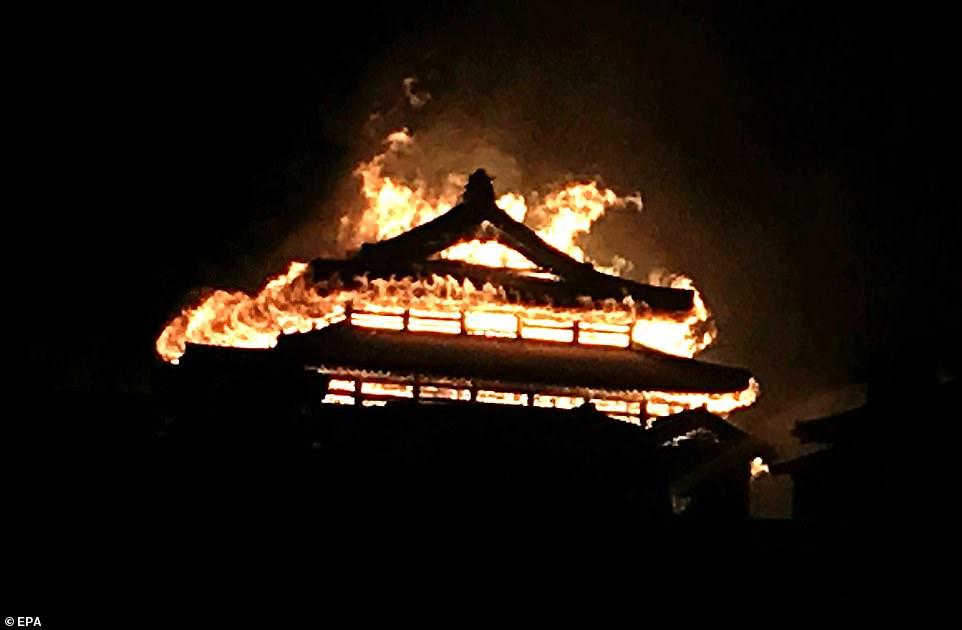 影/500年國寶幾乎全毀!日本沖繩古蹟「首里城」半夜大火 「三殿最新狀況」讓那霸居民爆哭