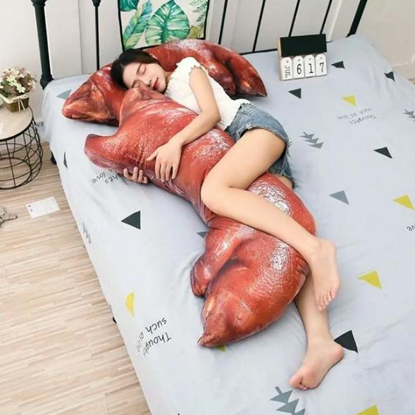 品牌推「紅燒豬腳枕頭」被瘋傳 超逼真「3D造型+肥美肉澤」讓你餓到睡不着!