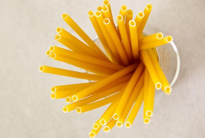 比紙的更厲害!國外推「義大利麵吸管」可撐1小時 吸完還能直接吃掉0浪費