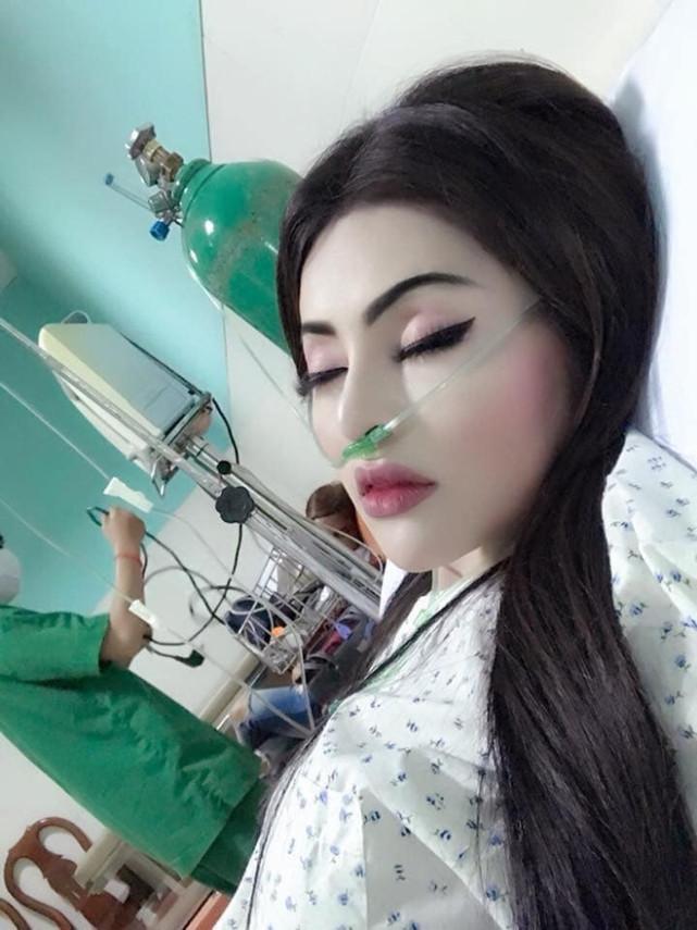 醫院休養男友來探病 秒爬起來「化全妝」網傻眼:素顏多可怕?