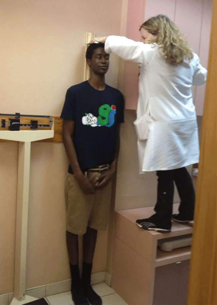 20位「長得太高了」的委屈日常問題 「身高測量」讓醫師崩潰