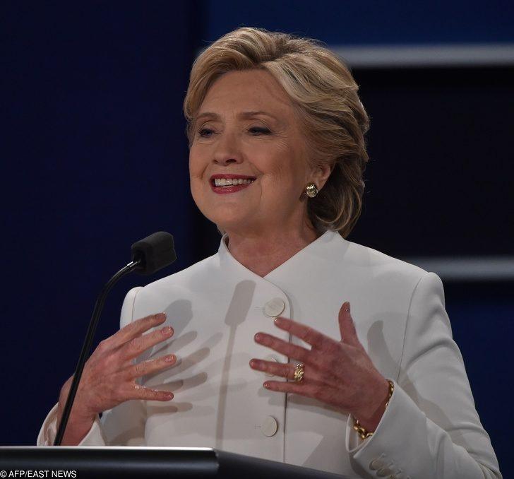 18種讓你能夠「展現100%魅力」的關鍵肢體語言 把手「放在胸前」提高可信度!