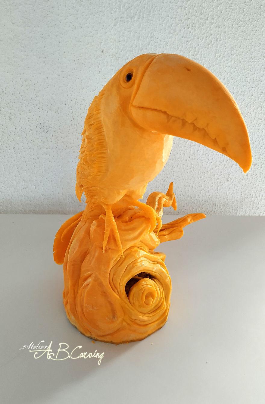 神人果雕藝術家雕出「整座動物園」 連「羽毛紋路」都不放過!