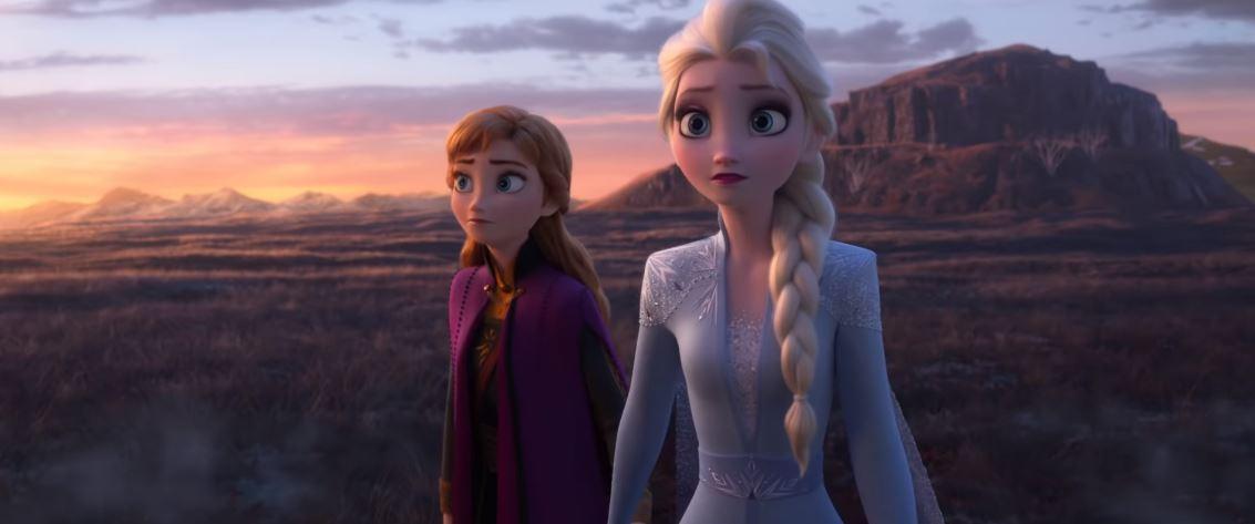 艾莎在《冰雪奇緣3》交女友?全新預告「神秘紅髮女」身份引猜測 「粉紫色雲朵」洩密!