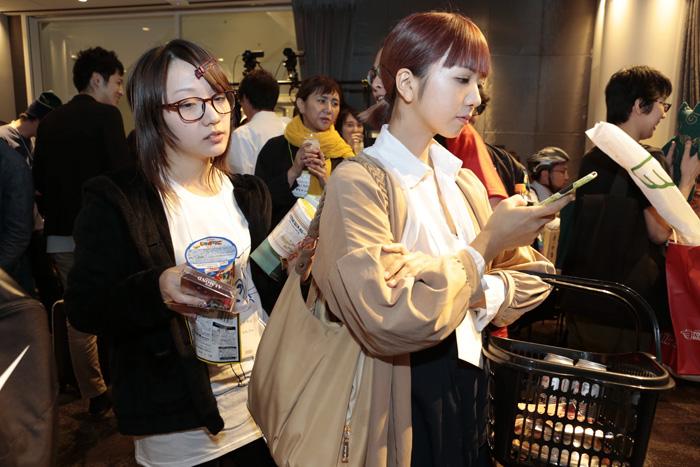 25個被日本人玩壞的「日常萬聖節」創意裝扮 週末通勤上班的「眼神死」超傳神!
