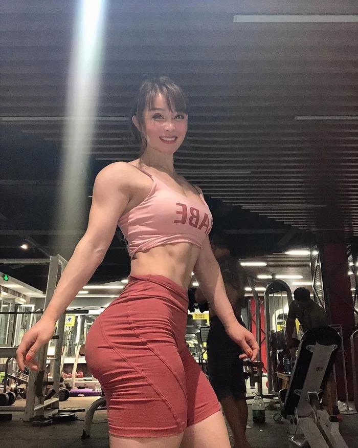 中醫網紅「超正娃娃臉」意外爆紅!網搜出照片「往下看大腿」大驚:是真人版春麗
