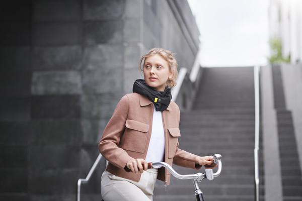 腳踏車的「隱形安全帽」爆紅 緊急瞬間「0.1秒救命」網讚翻:單車族必買!