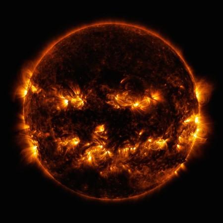 太空也有萬聖節?NASA發佈星系照被意外瘋傳 碰撞後變「發亮的雙眼」網驚:根本外星人