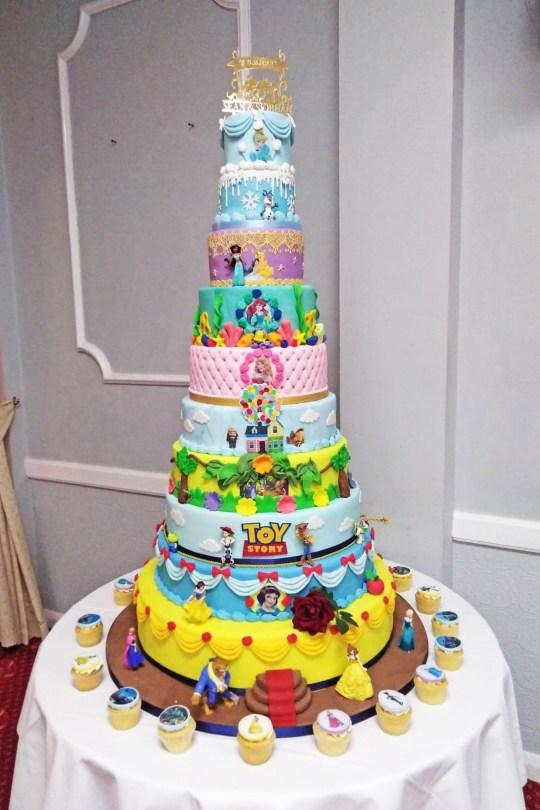 迪士尼粉絲砸錢打造「10層樓迪士尼蛋糕」 每層都是不同故事!