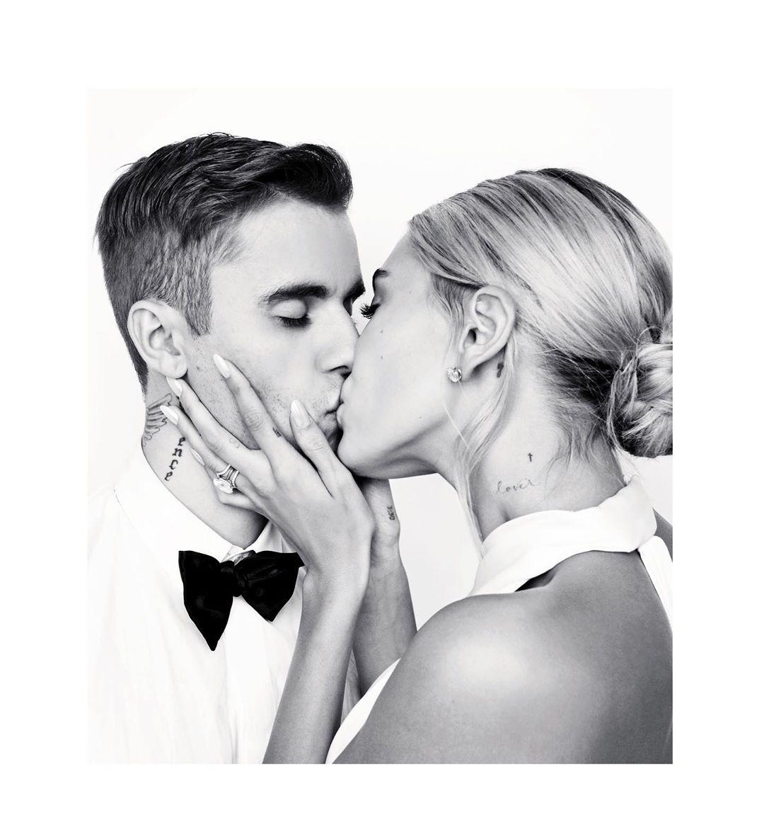 小賈斯汀公開「老婆婚紗」豪吸6百萬讚 禮服繡「癡心誓詞」卻被罵翻:超中二!