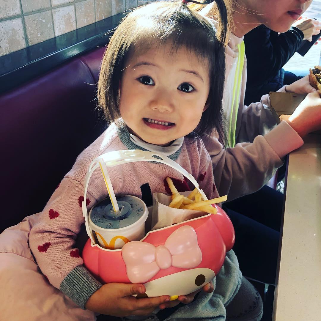 現在開搶!台灣麥當勞引進「美樂蒂置物籃」 超實用功能讓網驚呆:貪心人必收!