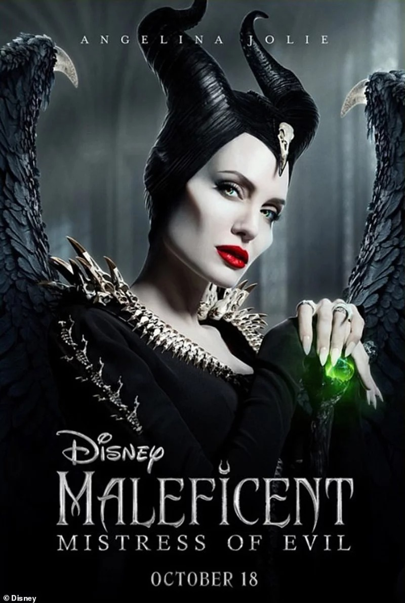 裘莉《黑魔女2》「少女級容顏」太震撼 一個「極美回眸」震驚全球粉絲:她已經44歲?