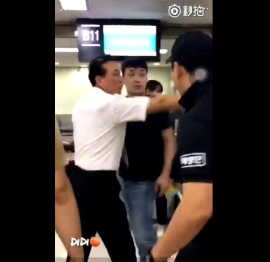 影/7位偶像在機場「被粉絲圍堵」的最危險情況 太妍跌坐地上「被扛走」V被嚇到飛奔!