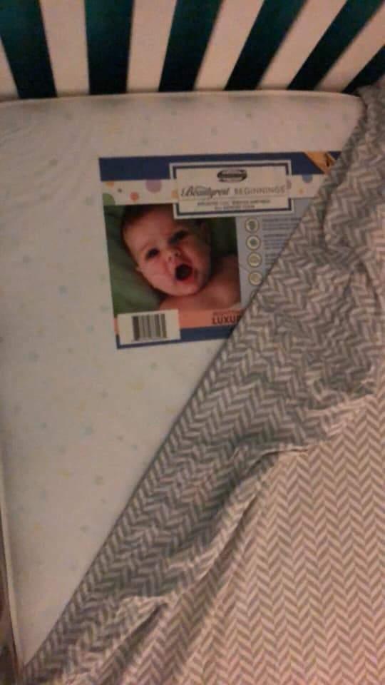 她發現「兒子床上出現鬼娃」被嚇壞 白天揭開「烏龍真相」網笑翻:老公的錯