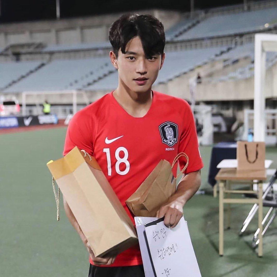 顏值逆天「南韓足球鮮肉」吸大票粉絲 偶像臉配「超誘人紋身」網尖叫:直接出道!