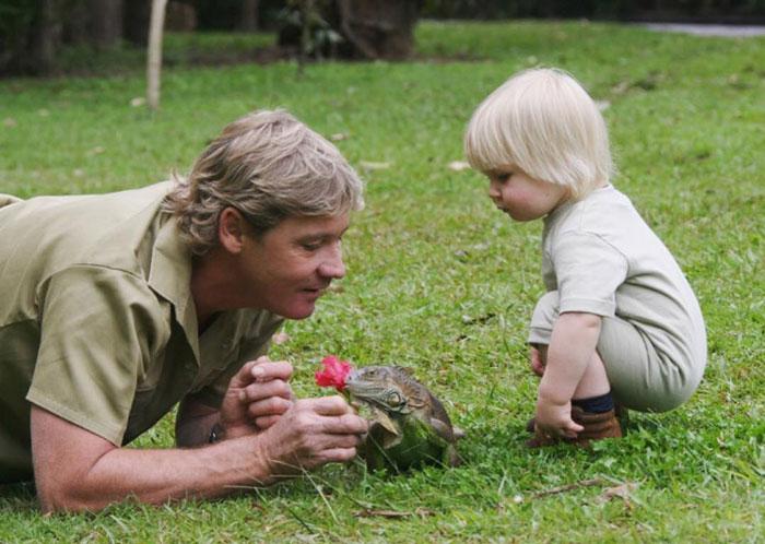 11張「鱷魚先生跟兒子」的跨時空溫馨畫面 13年後兒子走上爸爸最愛的路!