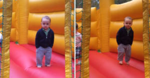 影/2歲小酷哥「雙手插口袋」Cos大人 淡定抵抗「遊樂場誘惑」往下一看…直接破功
