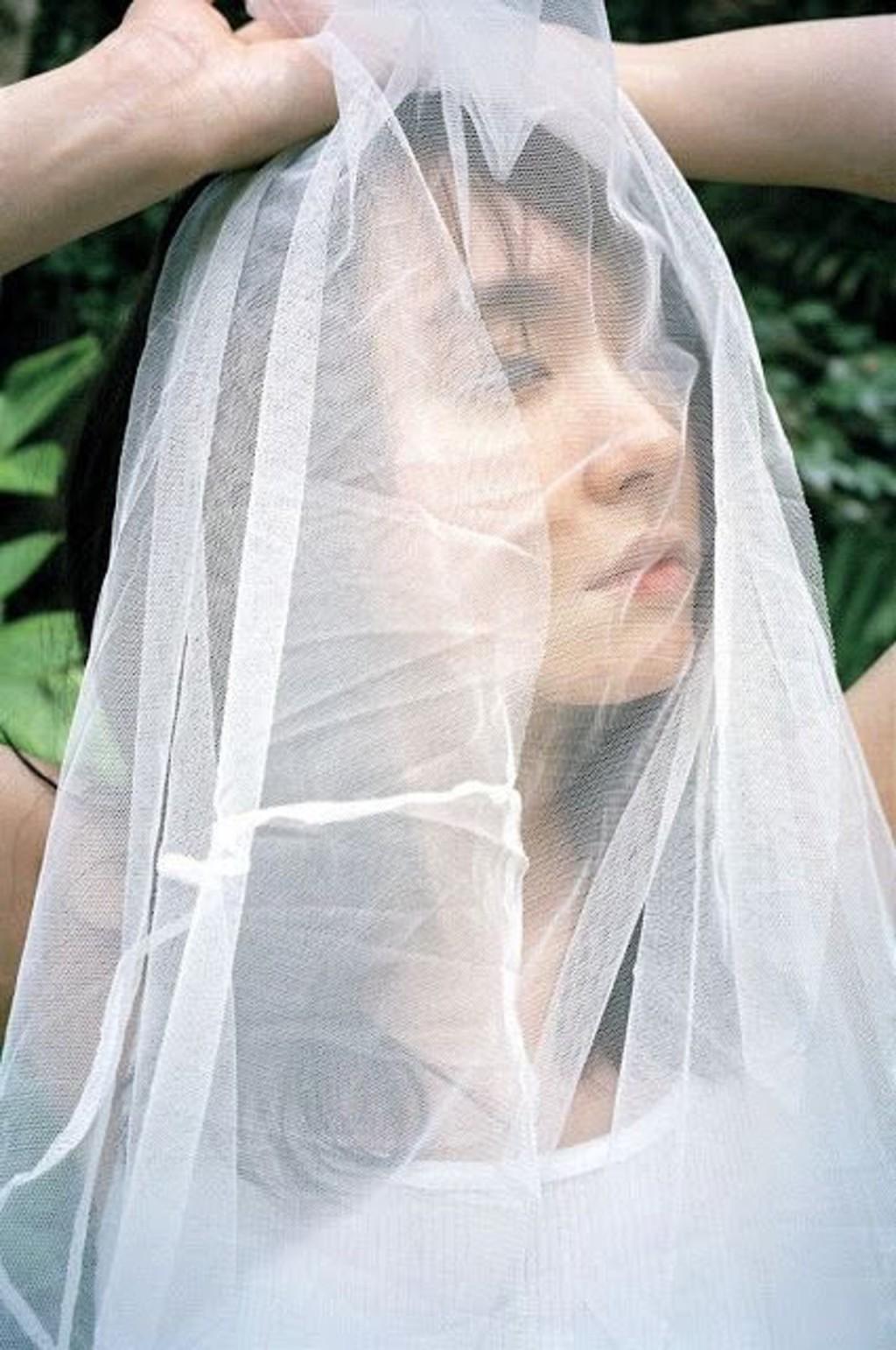 「國民老婆」新垣結衣睽違7年推出寫真集 比市價「貴3倍」還沒上市就缺貨!