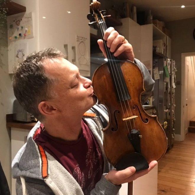 音樂家遺失「百萬古董小提琴」崩潰失眠 10天後「陌生人主動歸還」卻爆出事情不單純!