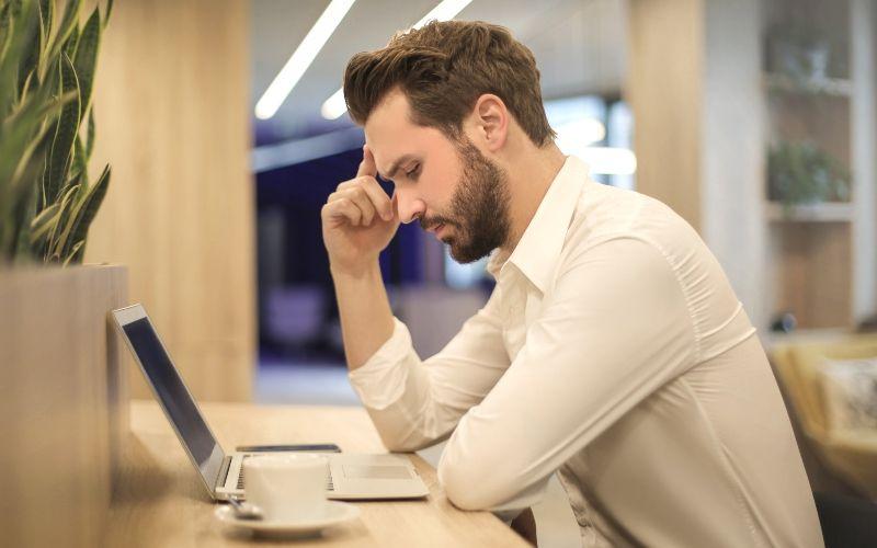 研究統計發現「上班族」壓力超大 每週「說55次髒話」只有20%願意忍!