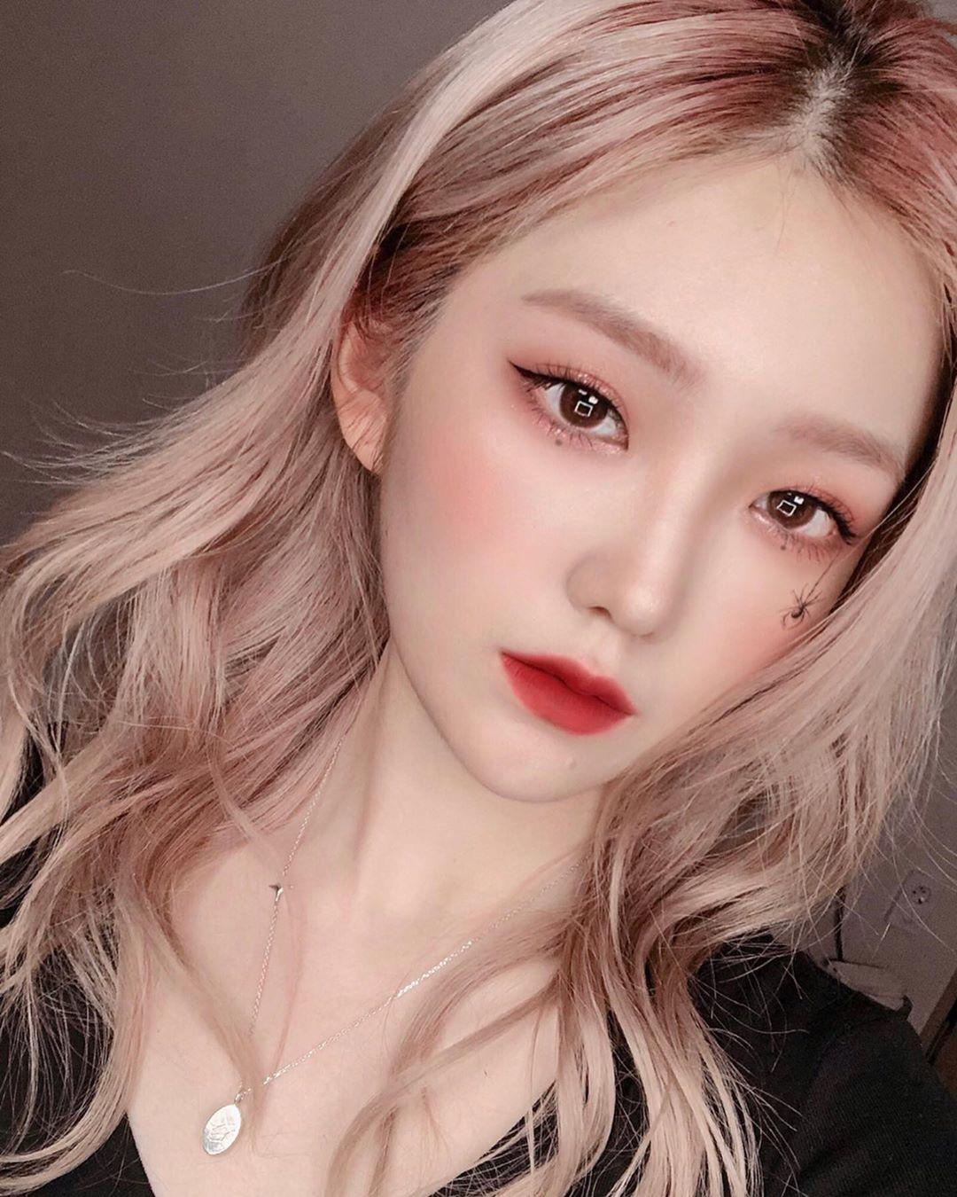 美妝YouTuber激似「韓團女神Irene」爆紅 連IU都完美複製!