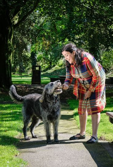 她罹罕病失明卻「瞞老公38年」完全沒發現 靠「驚人嗅覺+記憶力」裝沒事!