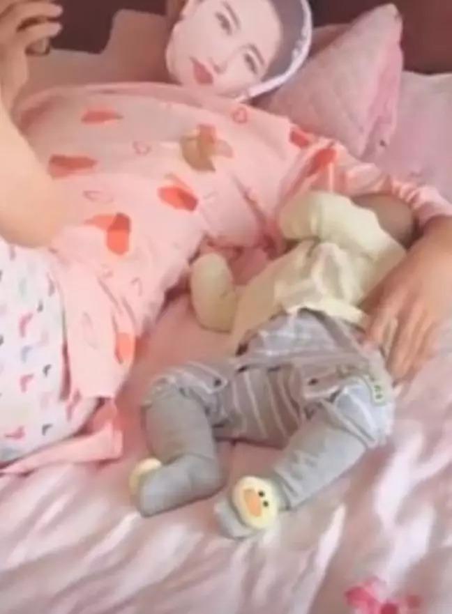 神爸「戴老婆面具」哄寶寶睡覺 最後還拿出「超害羞玩具」自製震動搖籃!
