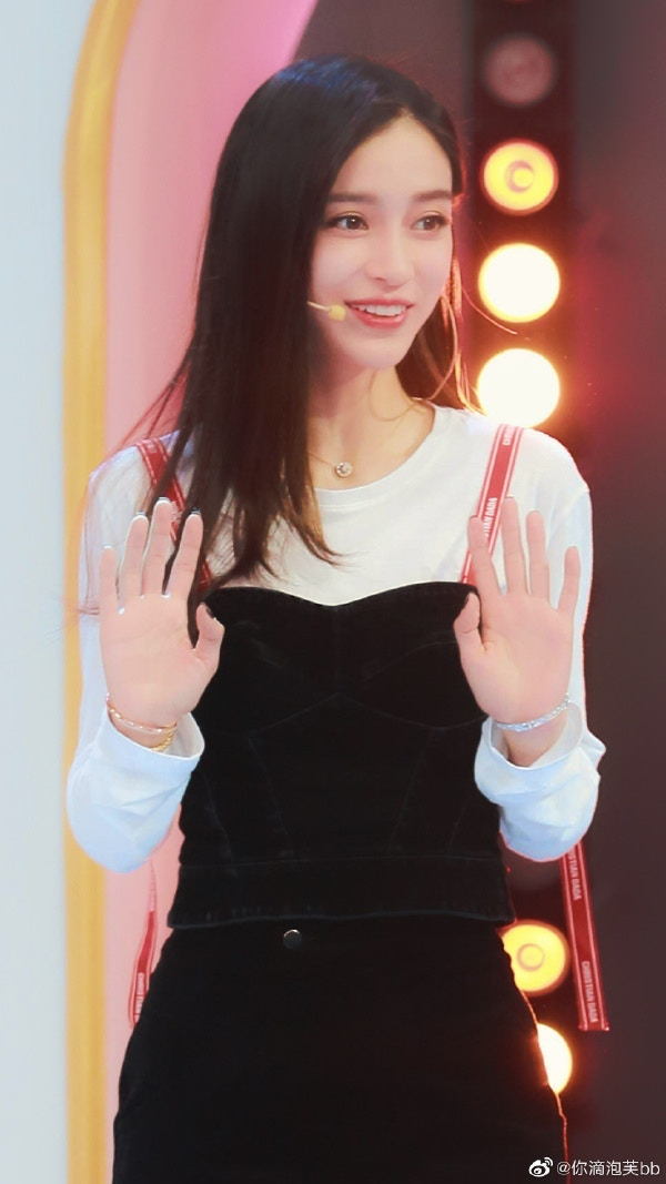 Angelababy上節目秀「穿了10年」的睡衣 揭露自己「超勤儉持家」秘密:毛巾也用了7年…