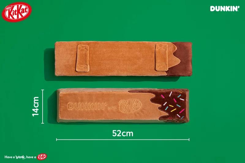 品牌推「仿真度超高」的巨大KitKat抱枕 絨面材質摸起來手感超舒服!
