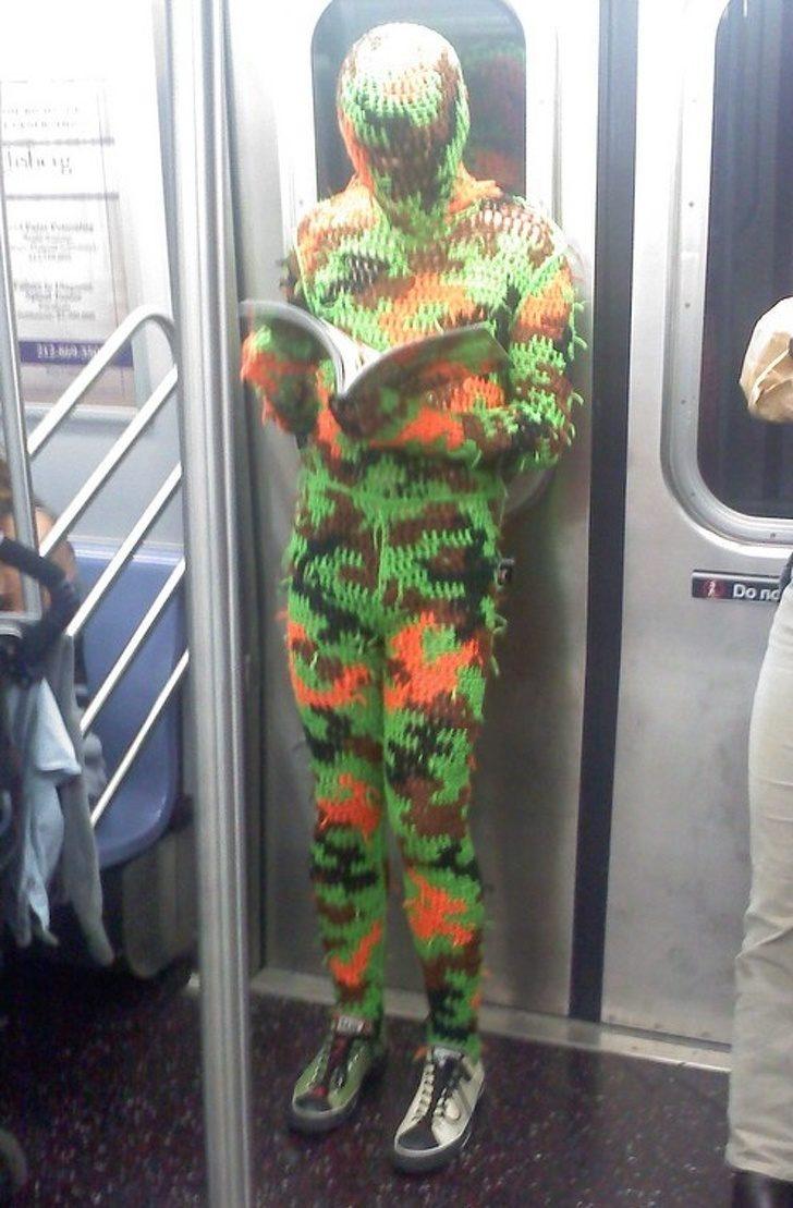 21位「把地鐵當遊樂場」的搞怪人類 出現「活的孔雀」是最正常的!