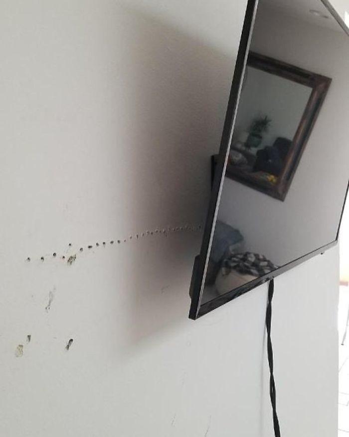 30個「讓所有人都抓狂」的超荒謬設計 釘電視「打一整排洞」老媽保證氣瘋!