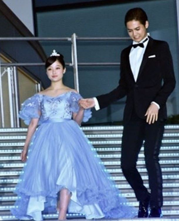 「千年一遇美女」橋本環奈被爆身材又走樣 她「五五肥短身」出席活動粉絲嚇壞:懷孕了?