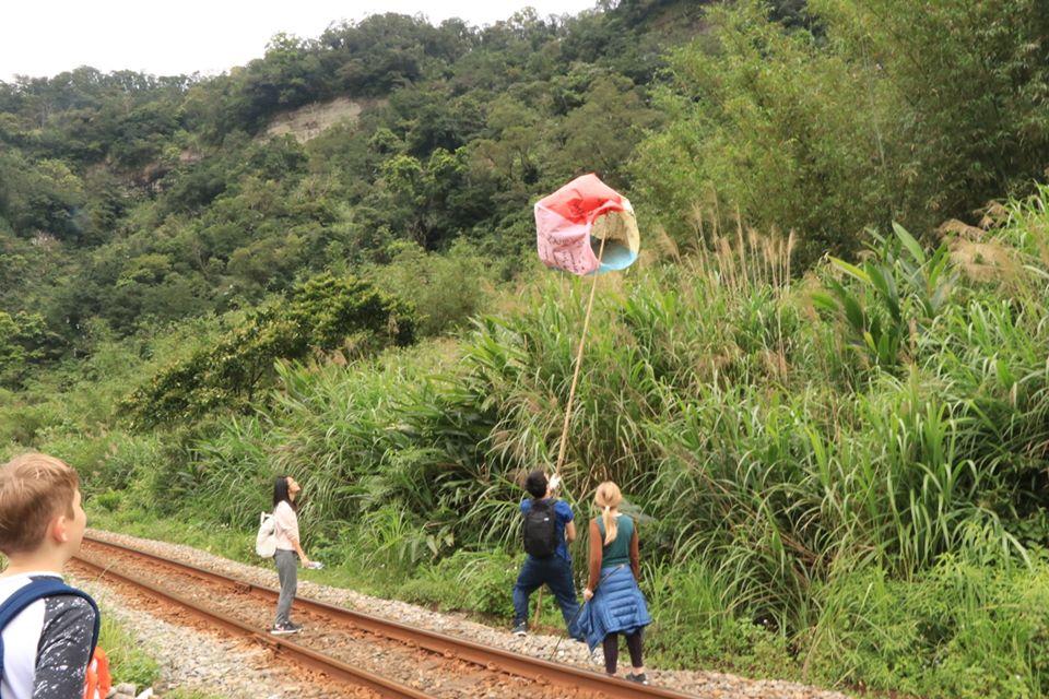 這群外國人「比台灣人」更愛台灣!3年清出「3百公斤垃圾」呼籲別再放天燈
