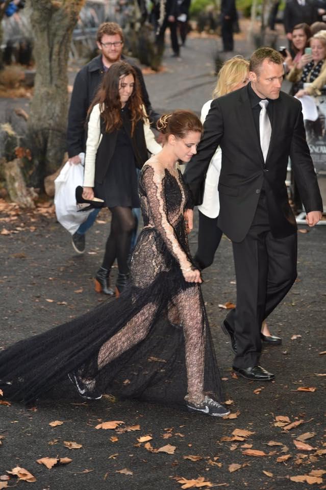 時尚咖「叛逆暮光女」紅毯高衣Q被讚 永遠「禮服+球鞋」霸氣做自己!