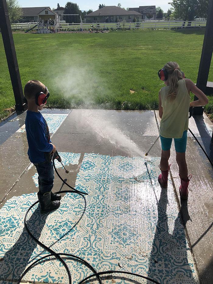 20張超療癒的「高壓水槍」清理前後的超驚人對比 打掃後才發現地板「竟然有花紋」!