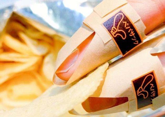 再也不沾手!「洋芋片專用指套」簡單組裝還能客製 上班族驚:偷吃必買!