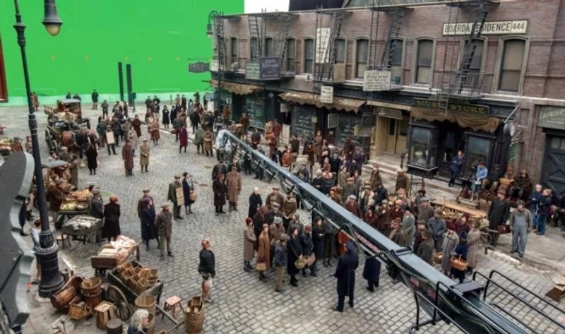 艾迪瑞德曼求出國拍《怪獸3》被拒!調皮合影「新蝙蝠俠」放話去高譚市亂入