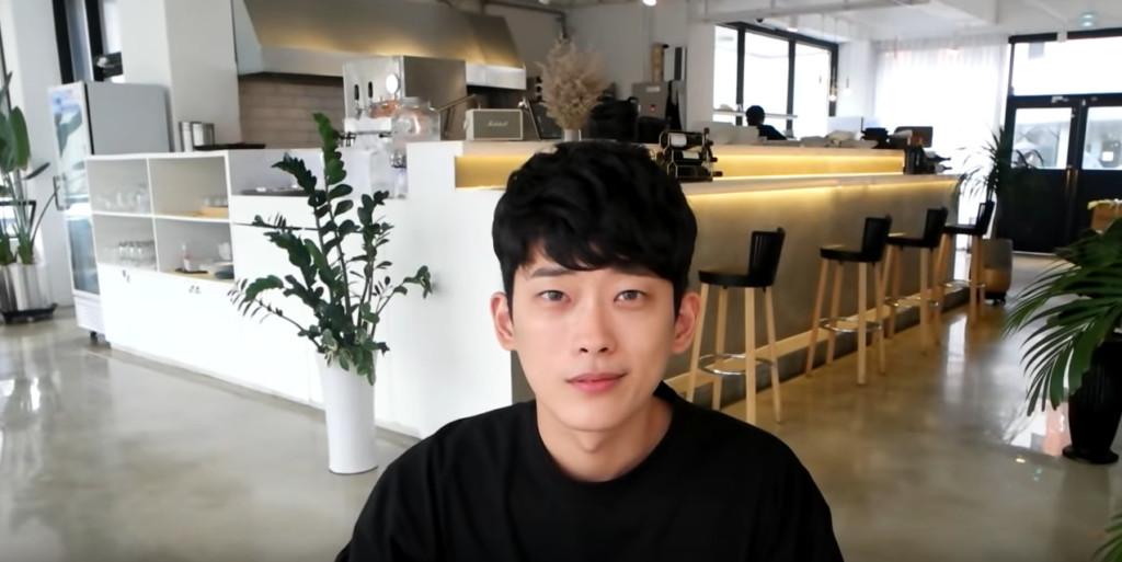 影/退伍男「進廠維修」只動眼睛 30天後「冷漠宅男→溫暖歐巴」網友秒戀愛!