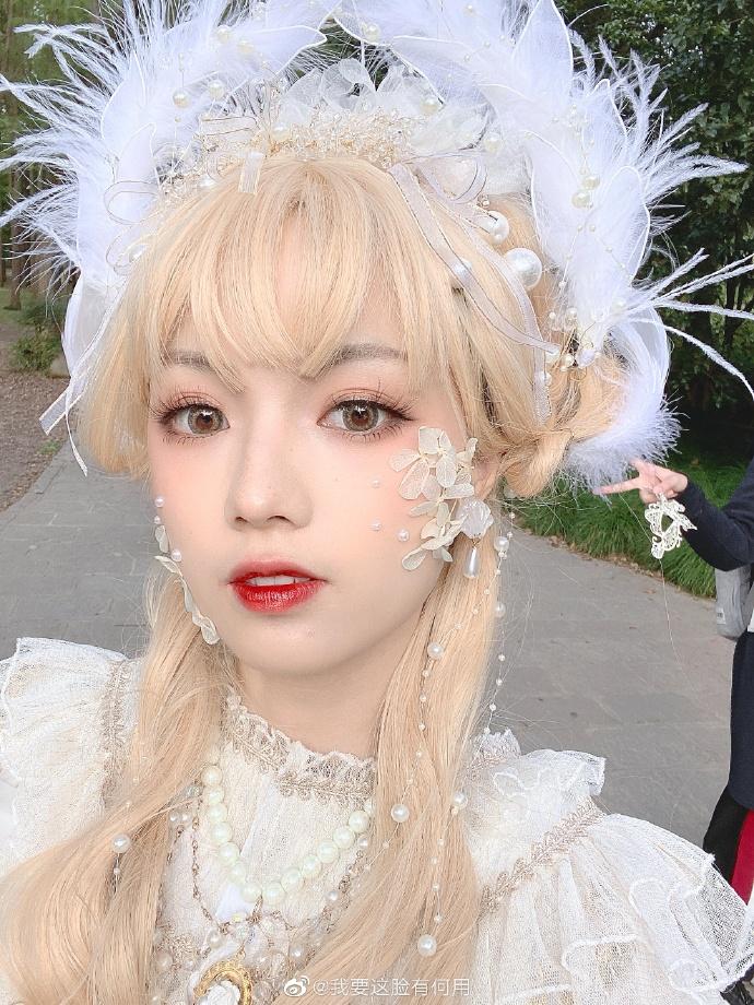 少女因「換頭級化妝術」狂吸400萬粉絲 卸妝後「超正蘿莉→小宅女」粉絲大呼:被騙了!
