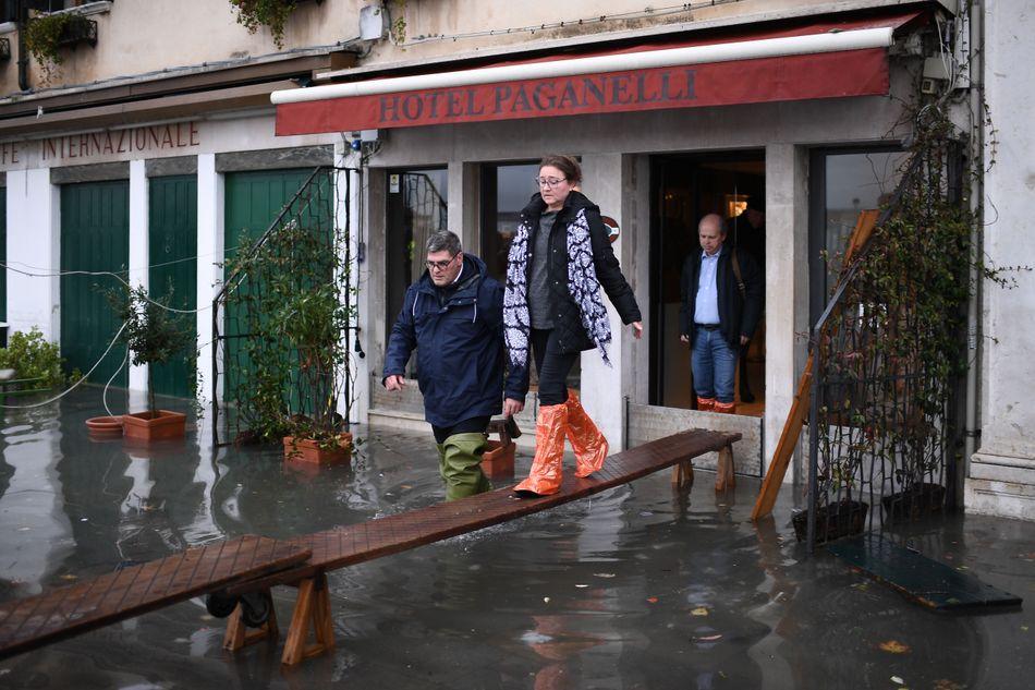 威尼斯「50年最慘水災」淹掉古蹟廣場 「超過85%土地」在水下…市長歸咎一個原因!