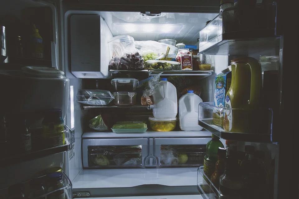 他清冰箱挖出「過期20年」的綠豆 網看到「有效日期」驚:我還沒出生!