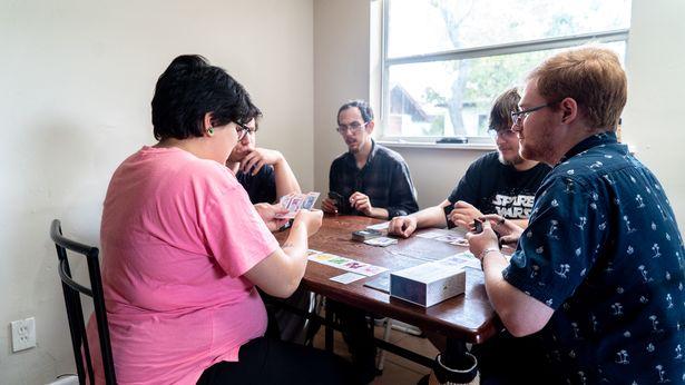 多情女「同時跟4男交往」意外懷孕 男友群竟「協議成功」一起撫養小孩!