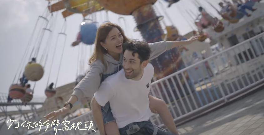 Blaire上傳「甜蜜情歌」影片超親密摟腰 男主角是「法國的酷」!