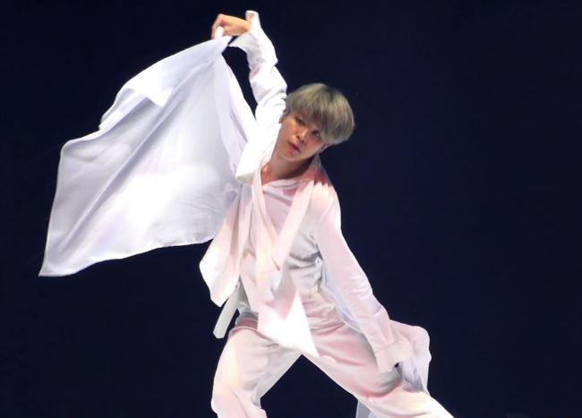 影/防彈少年團Jimin發生「曝光事故」 跳舞中「疑似拉鏈全開」影片被瘋傳!