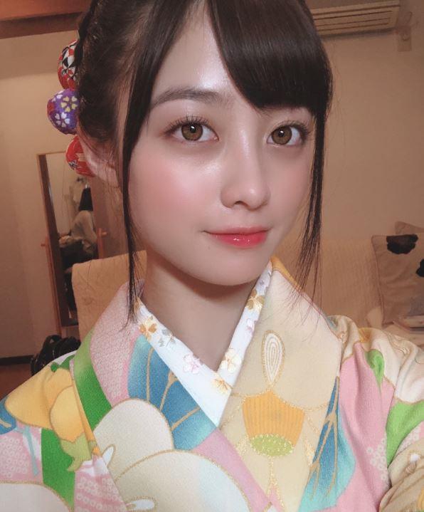 橋本環奈「青澀畢業照」推特瘋傳 她「雙馬尾+清新甜笑」根本校園女神❤
