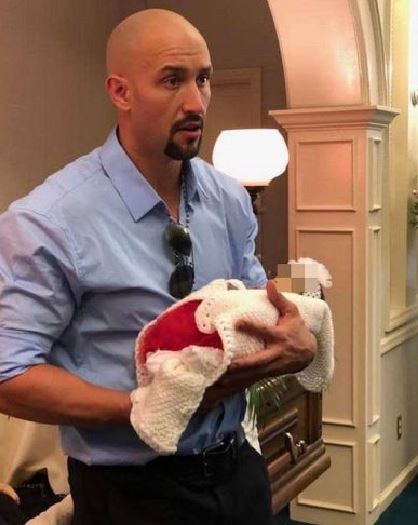 拳擊冠軍「喝了上路」撞上孕婦!心碎爸「分享棺木照」手抱嬰兒:他有其他選擇…