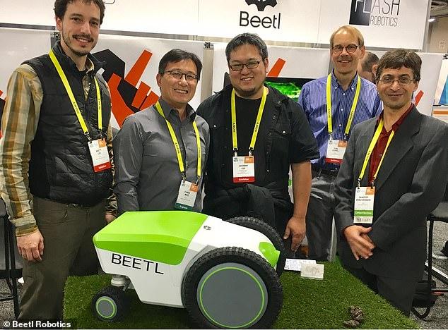 國外發明「幫毛孩撿便便」的智能機器 超快速「真空包裝方式」主人瘋搶!