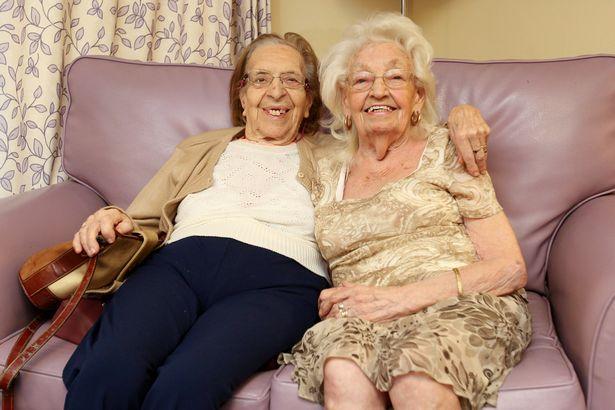 小學坐隔壁變朋友!89歲阿嬤搬進「同家安養院」:約好在天堂繼續當閨蜜