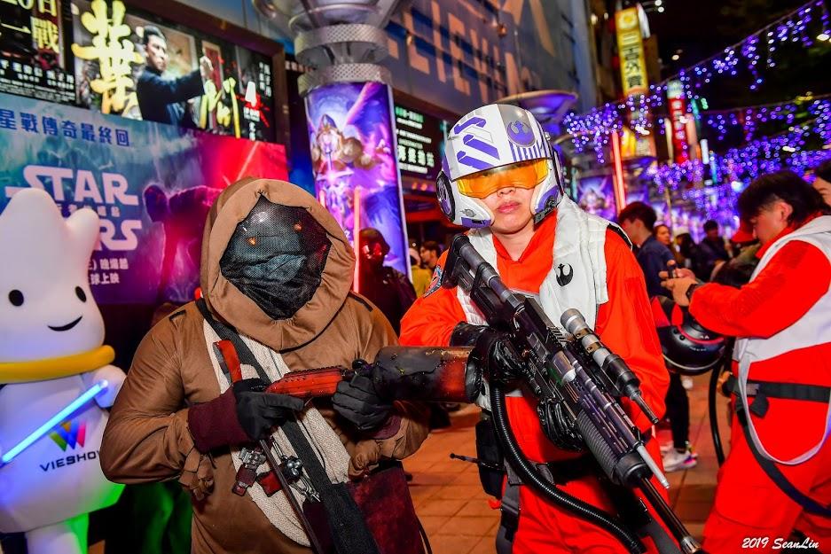 《星際大戰》遊行吸「500鐵粉」西門町登場 Jon變「肉型莉亞」超驚人!