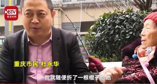 46歲男「超愛被媽媽打」還自備木棍 他曝光「背後原因」意外逼哭全網!